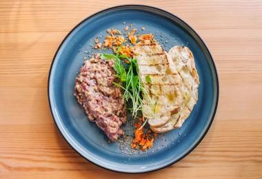 Тар-тар из говядины с чиаббатой
